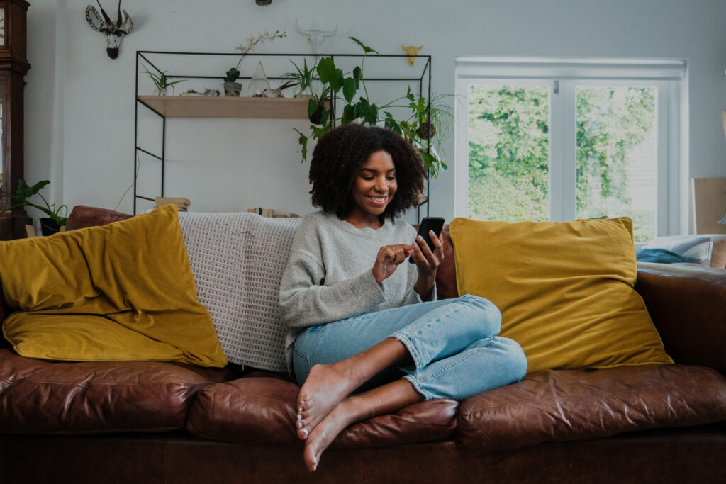 A woman receiving a great email from a brand's welcome email series.